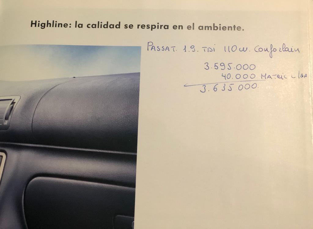 Foto del presupuesto escrito por un comercial de la red de concesionarios en un catálogo de la época.